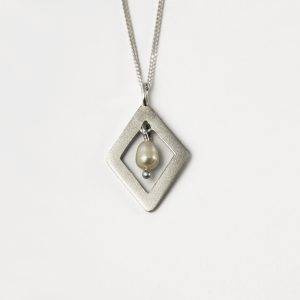Shimmer Diamond Pearl Necklace