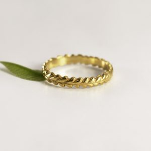 Leafy Wreath Ring – Yellow Gold