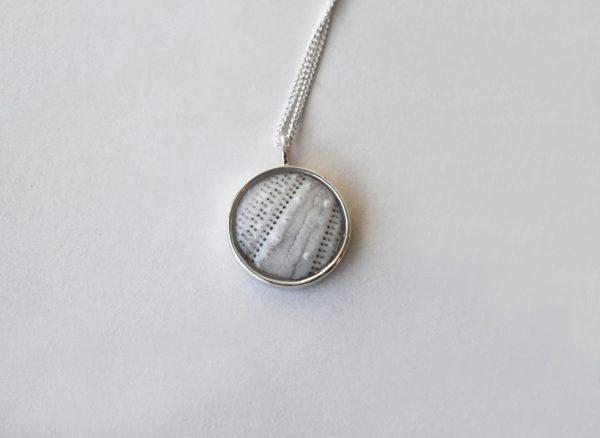 KJ106 Small Round White Sea Urchin Necklace 1