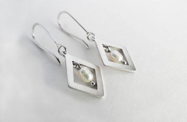 KJ203 Diamond Shimmer Pearl Earrings 1