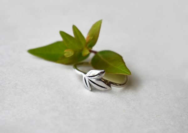 KJ401 Triple Leafy Ring 1