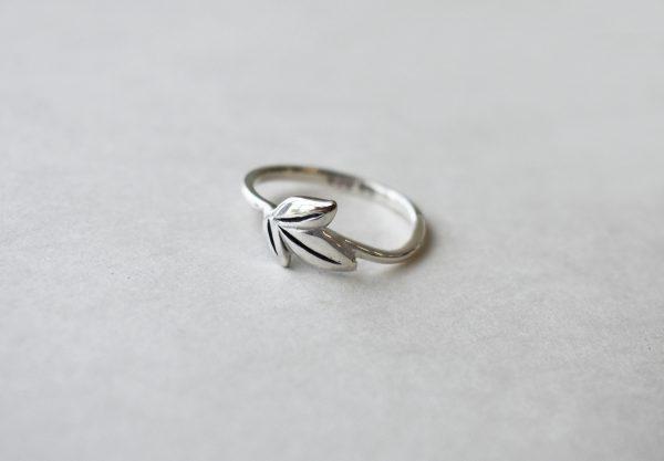 KJ401 Triple Leafy Ring 2