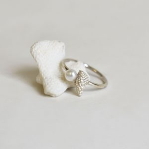 Baby Conch Pearl Ring 1 (k)